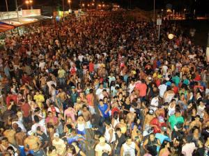 Carnaval Histórico de Ubatuba leva milhares às ruas