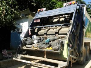 Prefeitura deposita lixo em novo aterro e reduz gastos