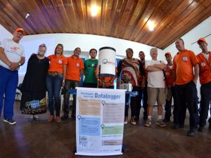 Reunião instrui população sobre como usar pluviômetros
