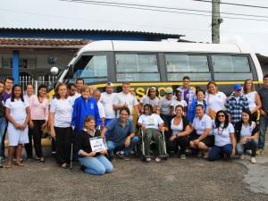 APAE recebe ônibus adaptado para alunos com graves deficiências