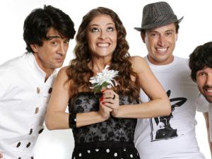 Bicho de Pé faz show na Festa de São Pedro Pescador