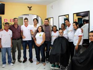 Prefeito visita alunos do programa Ubatuba Qualifica na Escola Vôo de Águia