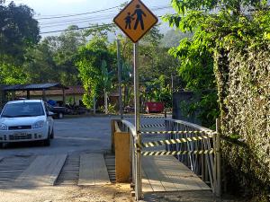 Prefeitura reforma ponte da principal estrada do bairro do Taquaral