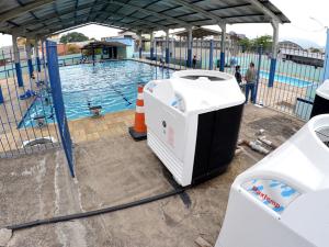 Prefeitura instala novos aquecedores na piscina municipal