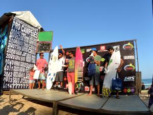 Geovanne e Camila faturam Ubatuba Pro Surf