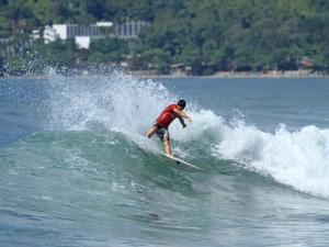 Confronto Final define campeões do Circuito Estudantil de Surf