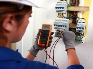 Prefeitura e SENAI oferecem curso de Eletricista Instalador Residencial na Regional Sul