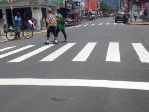 Prefeitura executa recapeamento e refaz sinalização viária da rua Hans Staden