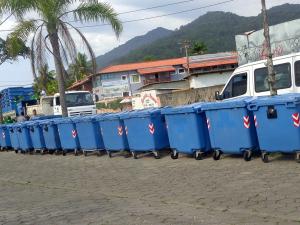 Prefeitura instala 200 containers de lixo para temporada