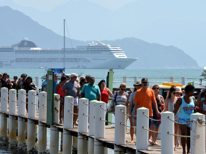 Condições do mar melhoram e MSC desembarca turistas em Ubatuba