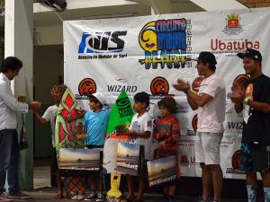 Cerimônia de premiação do Circuito Estudantil de Surf reúne atletas e famílias