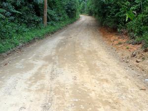 Prefeitura finaliza recuperação e nivelamento da estrada da Cazanga