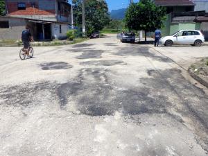 Operação Tapa buraco recupera ruas em bairro da região central