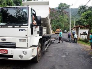 Prefeitura executa recapeamento na estrada do Palhal e reforma postinho do Perequê-Mirim