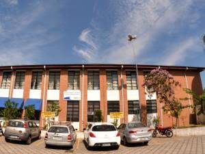 Prefeitura reforma duas quadras e constrói outras duas em escolas municipais