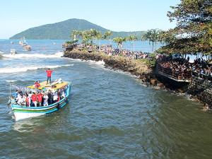 Ubatuba celebra cultura caiçara no encerramento da Festa de São Pedro