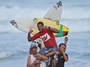 Itamambuca recebe abertura do Circuito Hang Loose Surf Attack 2015