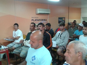 Pescadores ubatubenses participam de curso de formação oferecido pela Repsol Sinopec