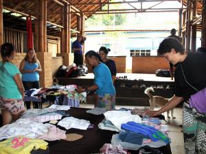 Quilombo do Camburi recebe doações da Campanha do Agasalho 2015
