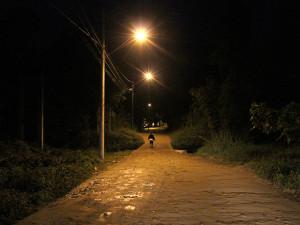 Prefeitura viabiliza instalação da iluminação da Estrada do Angelim