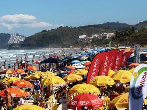 SuperSurf reúne milhares de pessoas na praia Grande
