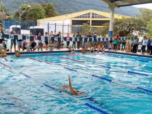 Prefeitura e Iate Clube oferecem aulas gratuitas de natação para estudantes