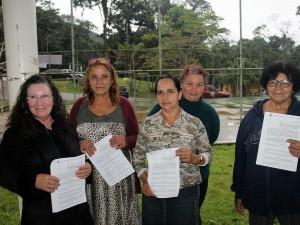 Prefeitura entrega novos contratos da agricultura familiar para merenda escolar