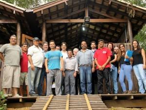Prefeito entrega dois ranchos de pesca para comunidade do Saco da Ribeira