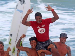Wesley Dantas e Luana Coutinho são campeões do Ubatuba Pro Surf 2015