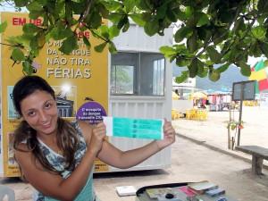 Prefeitura distribui pulseiras de identificação de crianças nas praias