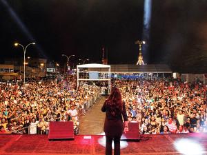 Rose Nascimento abre Grito Folia para milhares de pessoas na Praça de Eventos