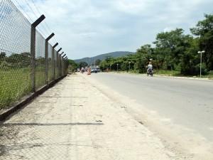 Depois de iluminação, prefeitura instala calçadas na Av. Rio Grande do Sul
