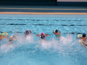 Projeto de integração atende 450 alunos na piscina da Escola Municipal Marina Salete