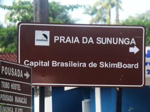 Comtur e Prefeitura instalam placa de sinalização da praia da Sununga