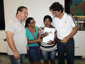 Famílias do Parque Guarani recebem certidão de regularização fundiária