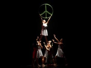 Dança Ubatuba começa com casa cheia no Centro de Convenções