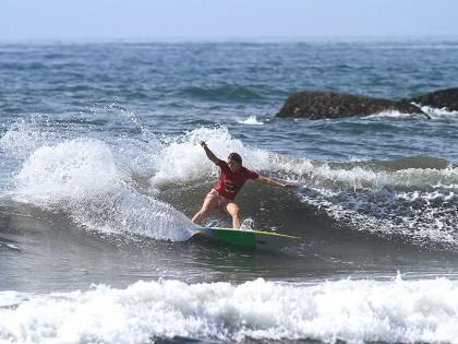 Mulheres caem na água e disputam Wizard Brasileiro de Surf Feminino em Ubatuba
