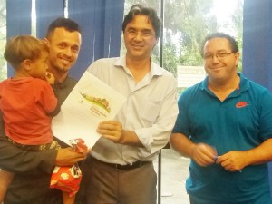 Moradores do Parque das Rosas recebem contratos de Regularização Fundiária