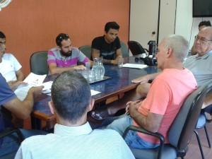 Prefeito Mauricio recebe comissão contrária a reajuste para vereadores
