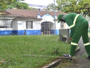 Secretaria de Obras finaliza limpeza da Praça Treze de Maio e pátio de veículos