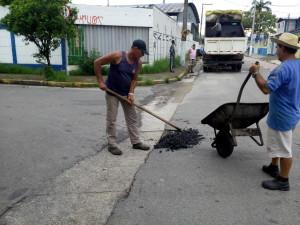 """Ruas de Ubatuba recebem operação """"tapa buraco"""""""