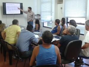 Prefeitura, Petrobras e pescadores discutem dragagem de foz do rio Maranduba