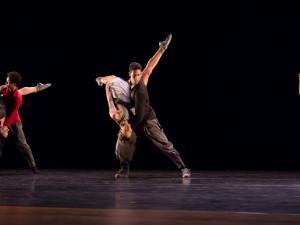 São Paulo Cia de Dança marcou encerramento da semana de abertura do Teatro Municipal