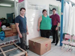 Secretaria de Educação entrega equipamentos de cozinha para escolas municipais