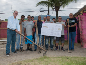 Esporte e Emdurb acompanham início das obras de sede de escolinha de Surf em Ubatuba