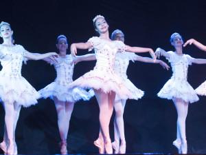 Noite de abertura do Festival de Dança em Ubatuba emociona plateia