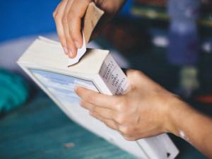 Biblioteca de Ubatuba realiza manutenção do acervo