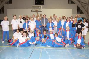 Atletas de Ubatuba que receberam os uniformes para o JORI