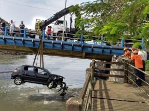 Defesa Civil colabora com resgate de veículo envolvido em acidente