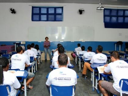 Via Rápida Expresso inicia curso de pintura em paredes em Ubatuba